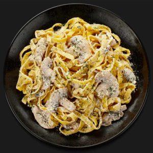 """Паста с грибами в сливочном соусе – Доставка от ресторана итальянской кухни """"Перцы"""""""